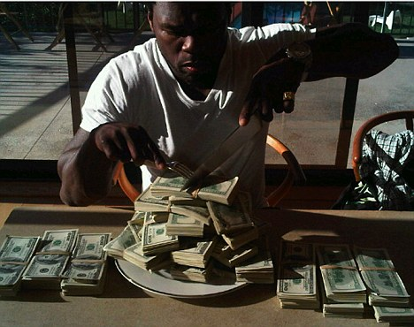 Post image for 50 Cent Flossing His Money